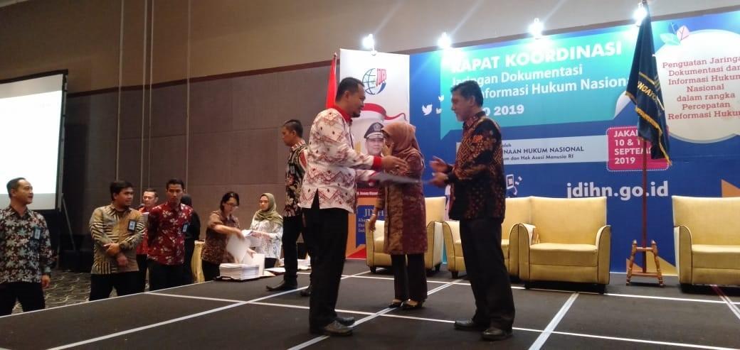 Penghargaan JDIH Dari Menteri Hukum dan Hak Asasi Manusia